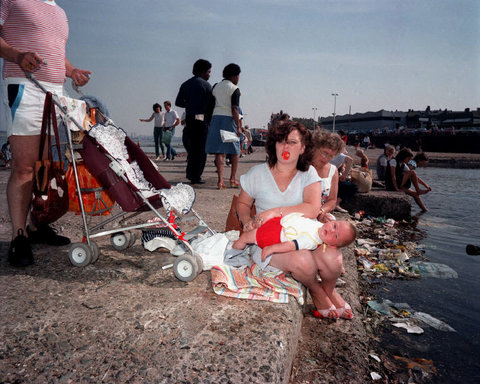 martin parr photo essay Martin parr photographing british duty-free shoppers on a day trip to calais, france includes an essay by robert chesshyre in french and english 25 colour plates.